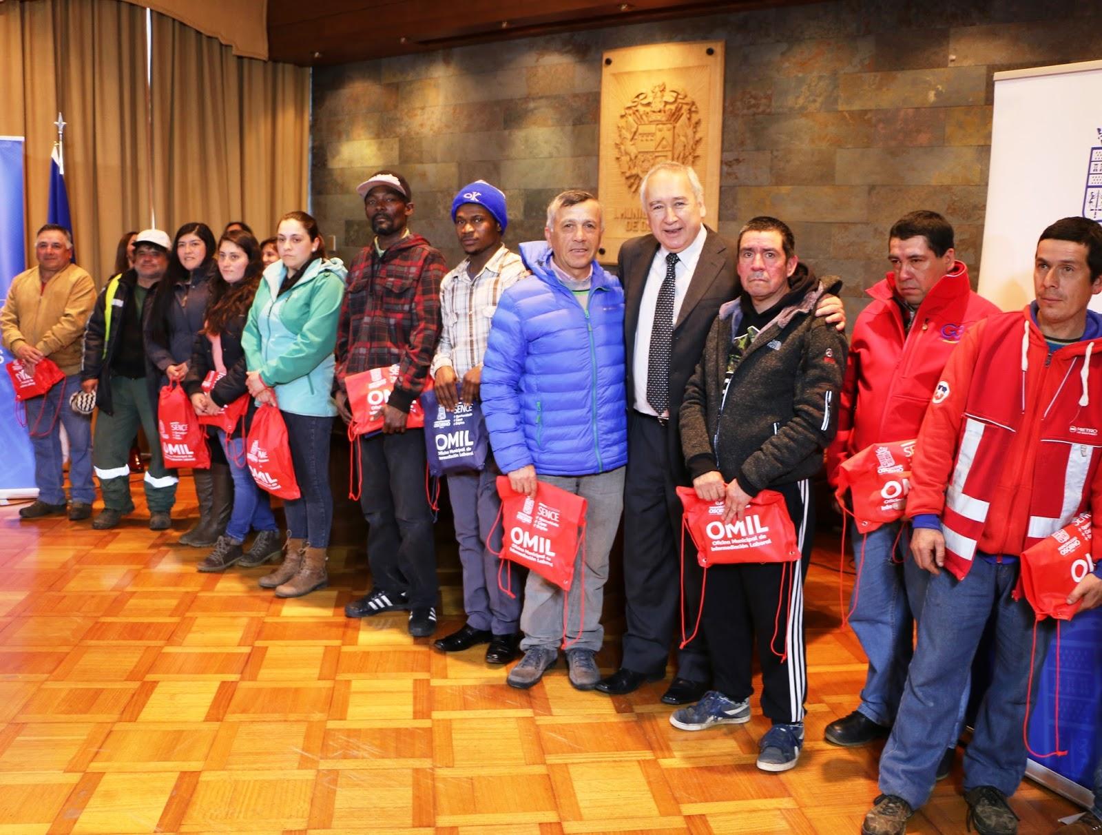 Osorno con entrega de chalecos reflectantes y kits de for Viveros en osorno