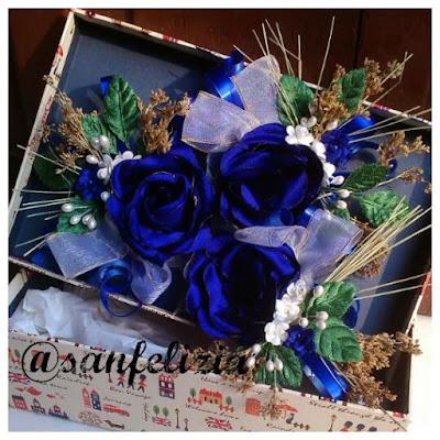 Menerima jasa jahit wrist corsage atau bunga bridesmaid sesuai pesanan warna dan model. Model bunga tangan terbaru, anggun dan mewah. Jual hiasan kepala ready stock untuk pengantin dan pesta