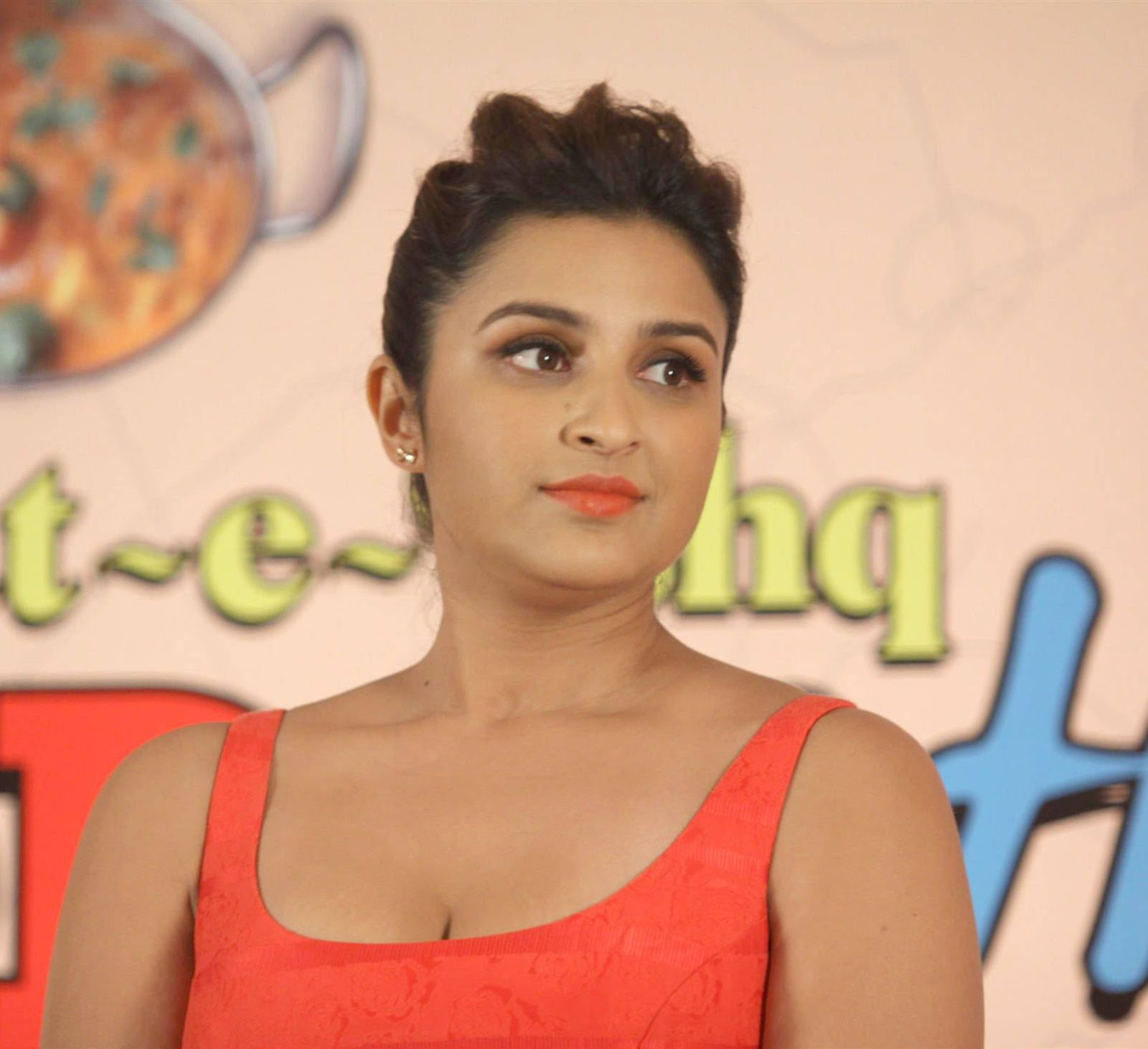 gorgeous and cure Parineeti chopra promoting daawat e ishq in red dress
