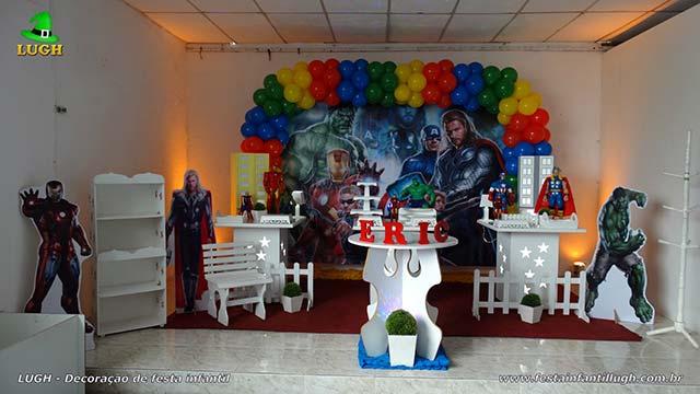 Mesa decorada Vingadores para festa de aniversário infantil - Provençal simples - Jacarepaguá - RJ