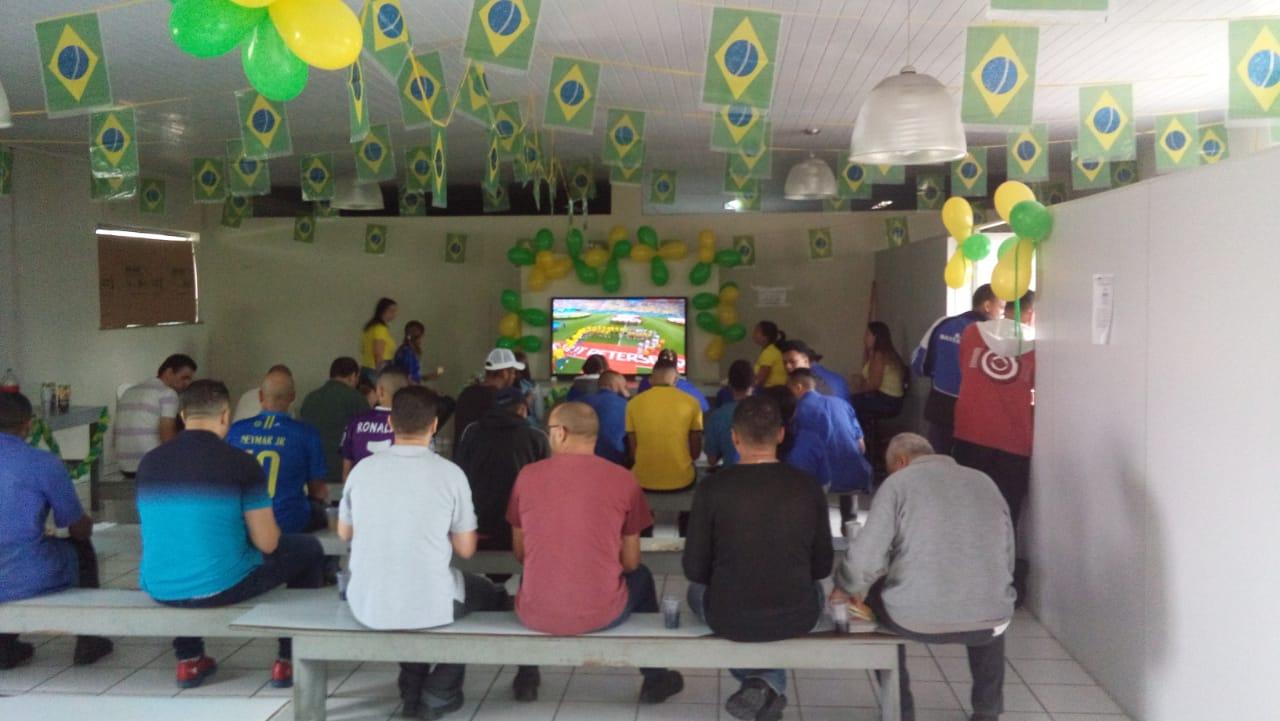 Colaboradores torcendo pelo Brasil na Copa 2018!