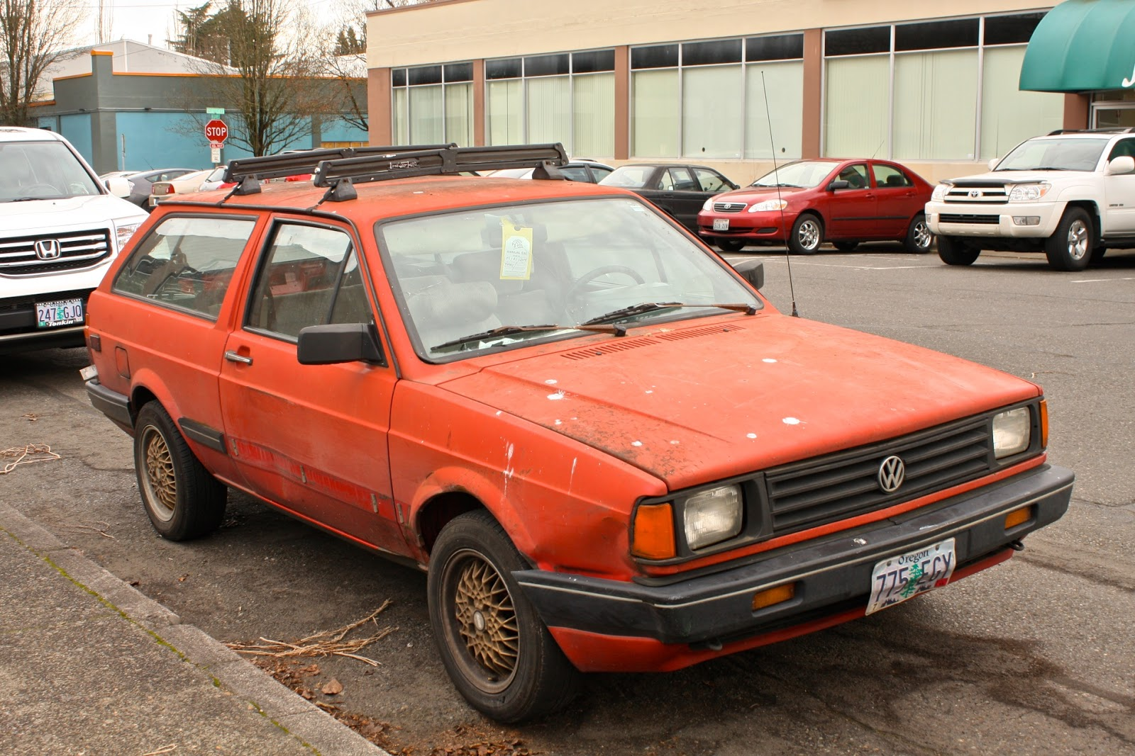 OLD PARKED CARS.: 1988 Volkswagen Fox GL Wagon