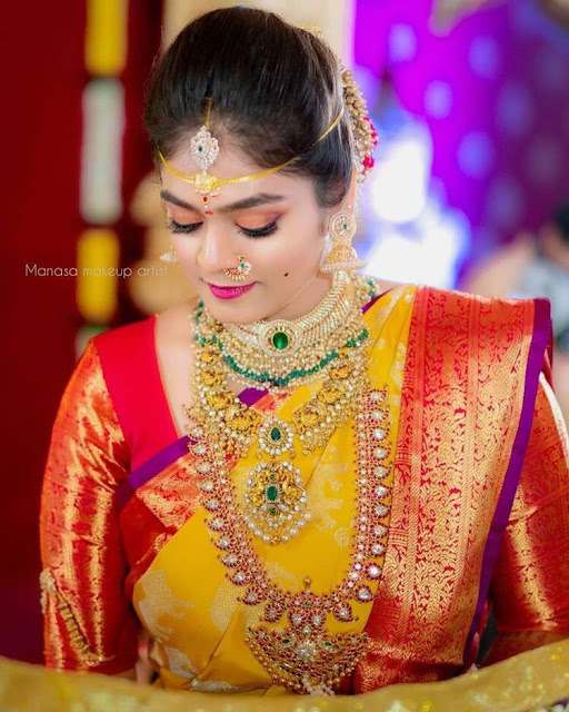 Brides in Kundan Mnago and Bottu Mala