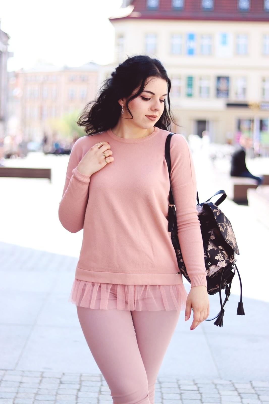 Pastelowa różowa bluza z tiulem Mohito