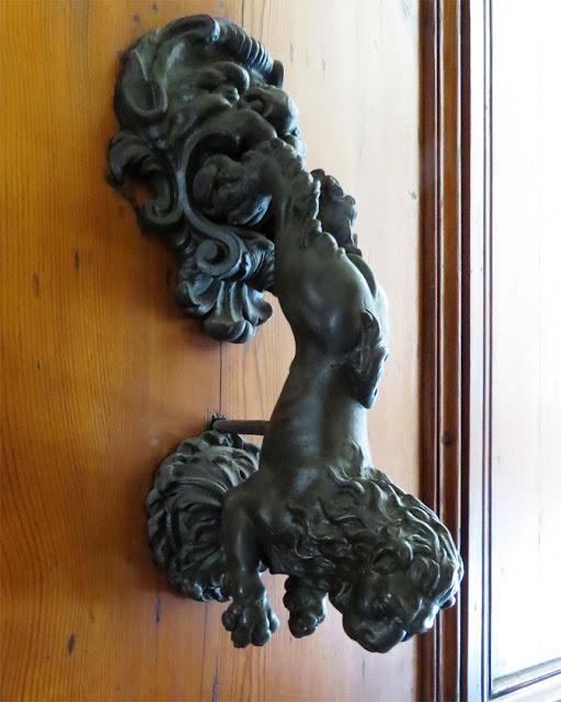 Lion shaped door handle, Circolo della Caccia, Hunting Club, Palazzo Zagnoni (Palazzo Spada), Via Castiglione, Bologna