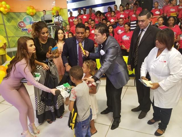 El Pachá entrega diez mil mochilas para inicio de clases