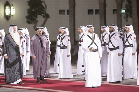 """مسؤولون وصحف قطرية: ملك المغرب """"حفيد الرسول وكاسر الحصار"""""""