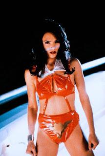 Vampirella une fuerzas con una unidad especial anti alienigenas.