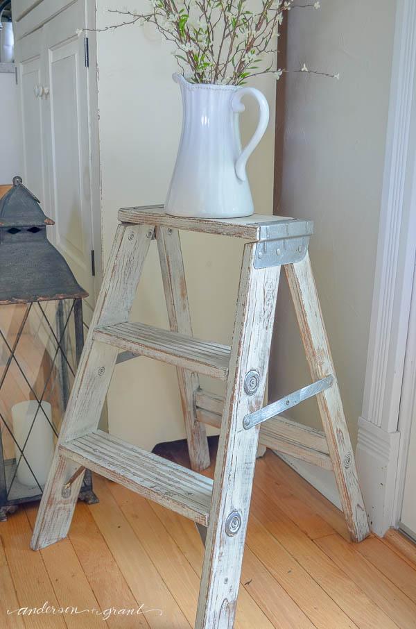 DIY Distressed Furniture - Vintage Mint Ladder