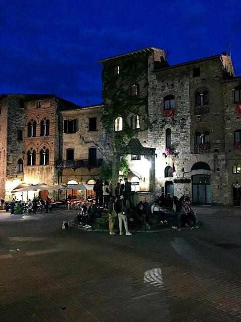 piazza-cisterna-san-gimignano