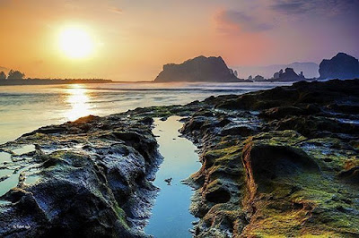 foto sunset indah di pantai payangan jember jawa timur