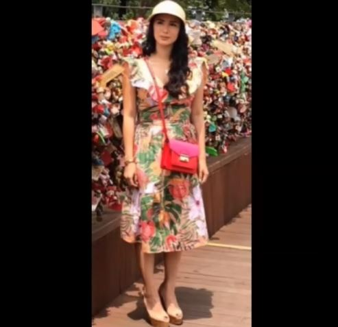 Fashion Style Face Off: Who Wore The Floral Dress Better, Kathryn Bernardo Or Heart Evangelista?Fashion Style Face Off: Who Wore The Floral Dress Better, Kathryn Bernardo Or Heart Evangelista?