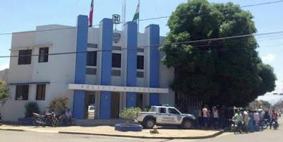 Apresan hombre golpeó policía con un block en Dajabón