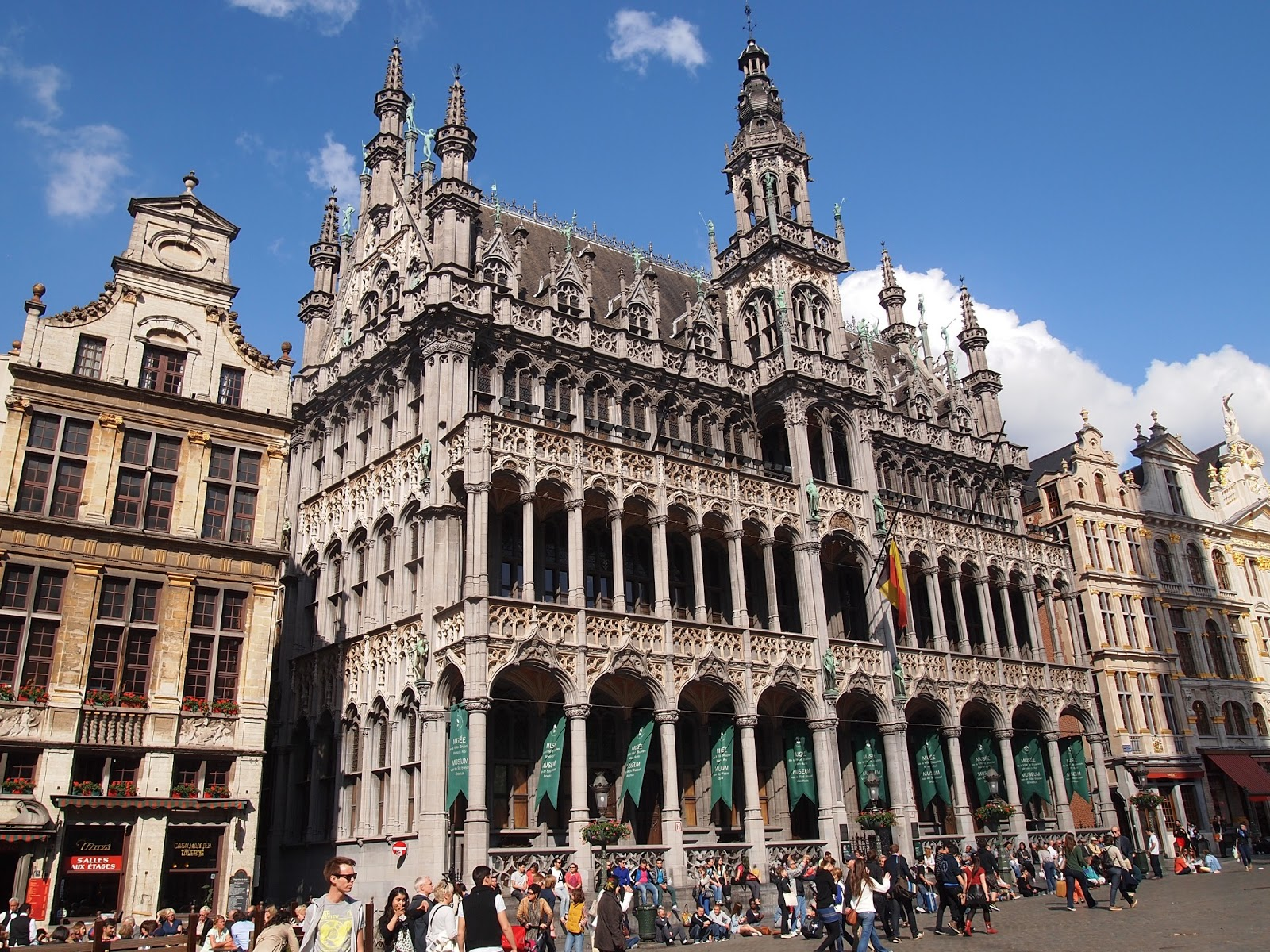 where is fatboy brussels grand place and manneken pis. Black Bedroom Furniture Sets. Home Design Ideas