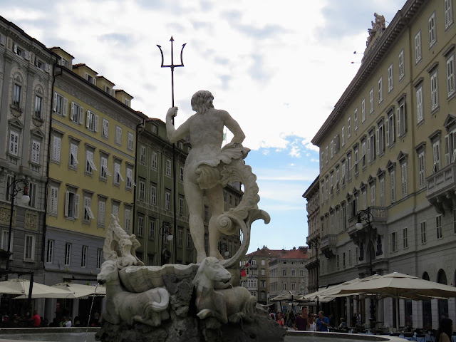 Trieste points of interest: Neptune statue