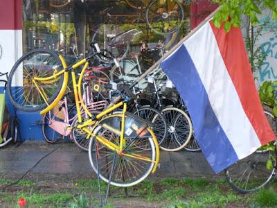 Rad im Sprung mit Tricolore