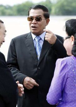 Hun+Sen+with+black+glasses+%2528Reuters%2529.jpg
