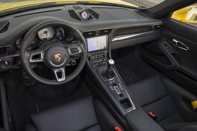 2017 Porsche 911 Carrera 4S Interior