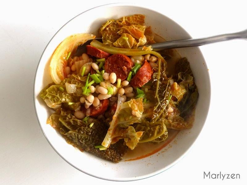 Soupe au chou frisé, haricots et chorizo.
