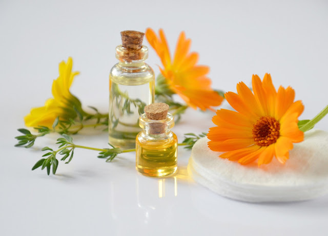 A natural healing with essential oils