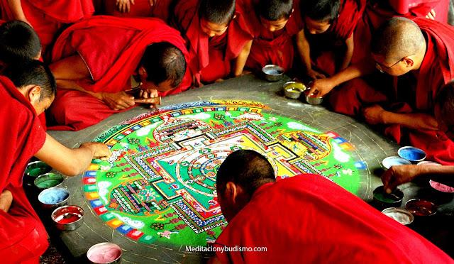 Máxima lección de desapego; monjes budistas destruyen mandala