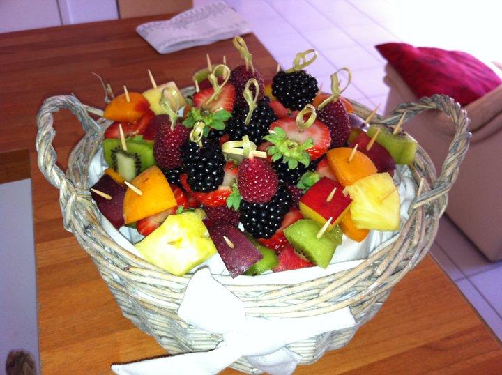 ma cuisinez moi brochette de fruit en corbeille. Black Bedroom Furniture Sets. Home Design Ideas