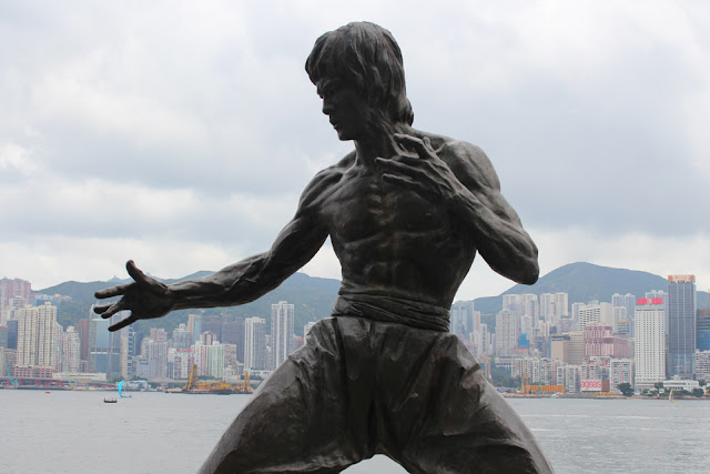 Bruce Lee statue in Hong Kong - Asia travel blog