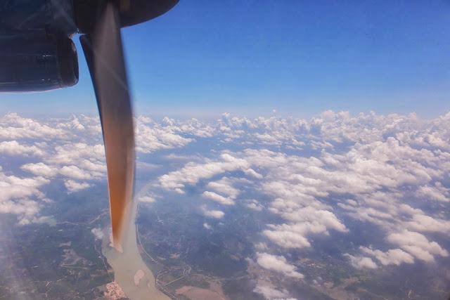 ATR72-vietnamair-outsideview プロペラ機からの眺め