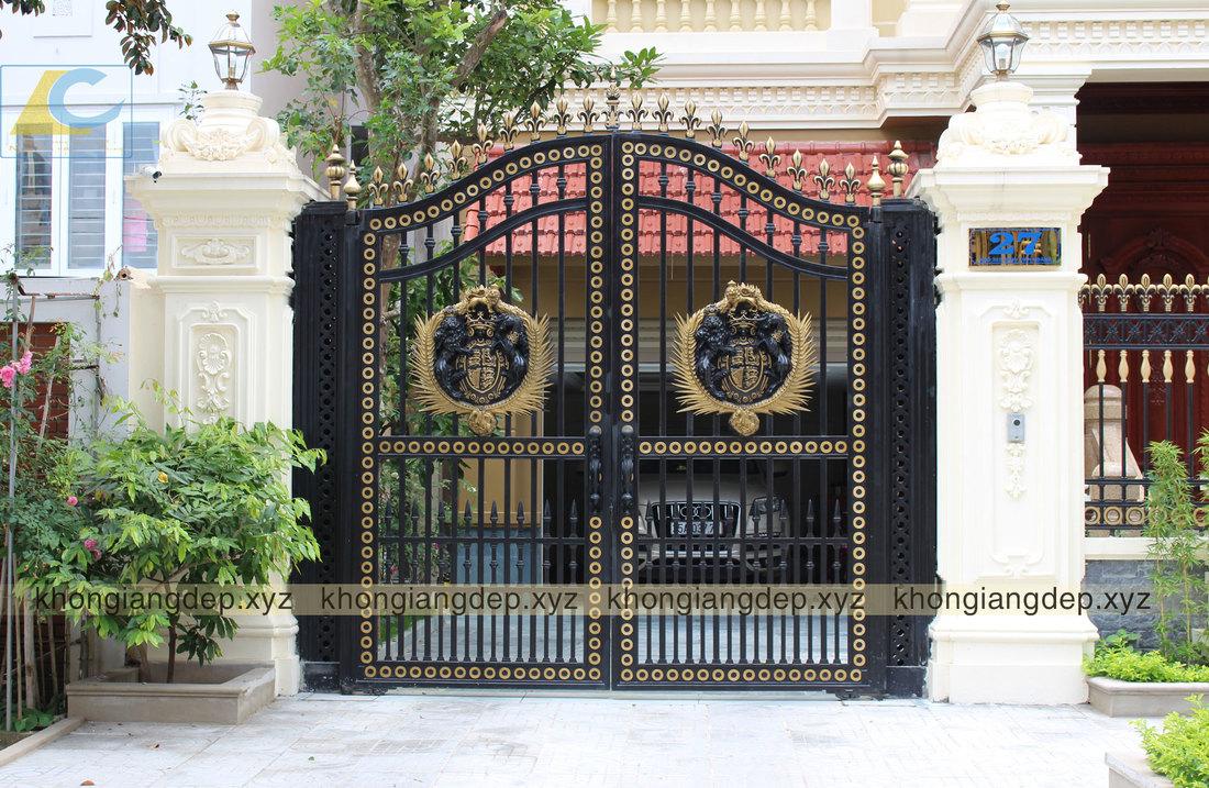 cổng nhôm đúc đen vàng