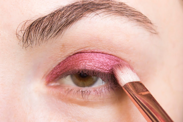 New year make-up 2018, step 2: Missha Modern Shadow SPP01 Berry Mix