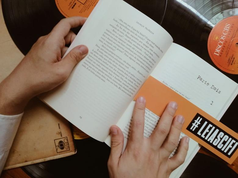 Livro Laranja Mecânica de Anthony Burgess (Editora Aleph)