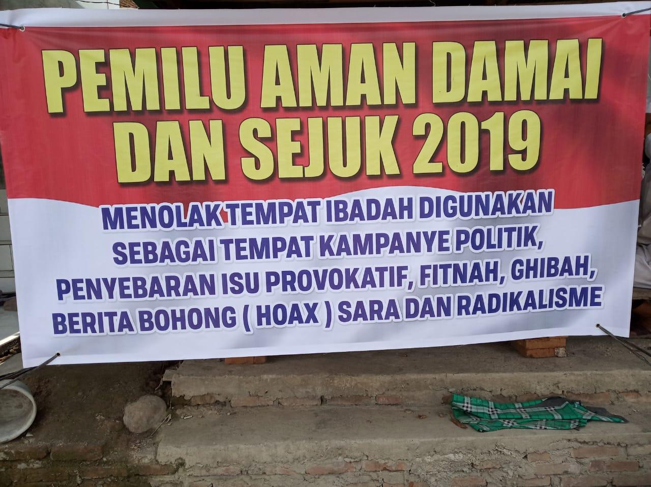 Berani, KH Tengku Zulkarnain Copot Spanduk yang Diduga Dipasang Kapolsek