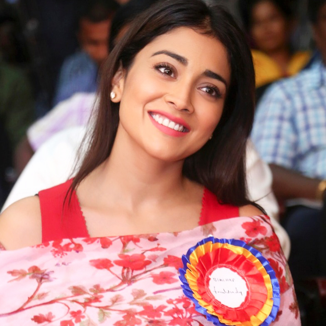 Shriya Saran Pics | Shriya Saran Photo