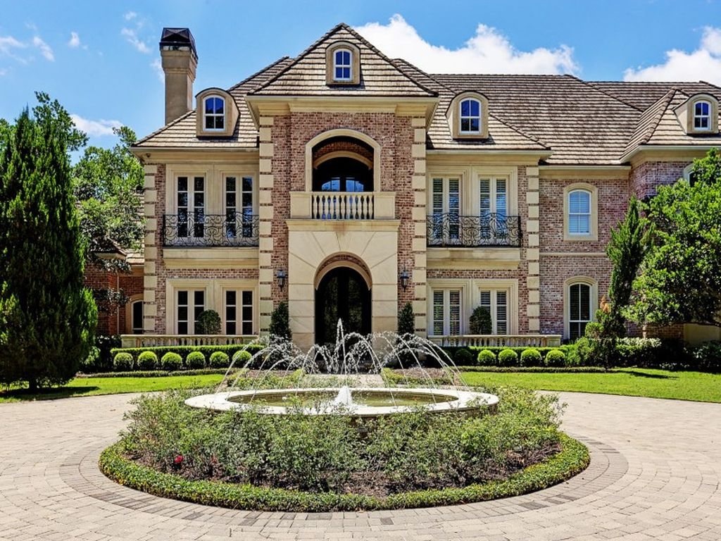 Adrian peterson 39 s 10 000 square foot mansion in the for 10000 square foot house