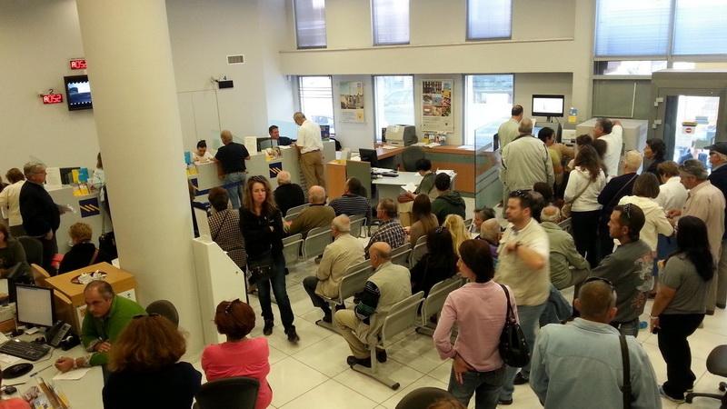 «Σφαγή» στις τράπεζες: Χάθηκαν 23.537 θέσεις εργασίας, έκλεισαν τα μισά καταστήματα και 1 στα 3 ΑΤΜ
