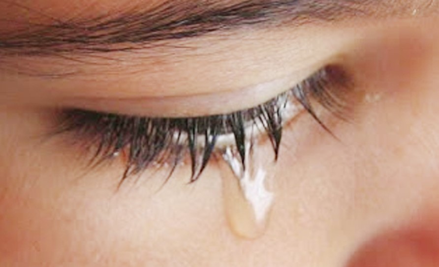 Air mata mengandung hormon stress. Maka menangislah kamu untuk melegakan jika kamu mendapatkan masalah.