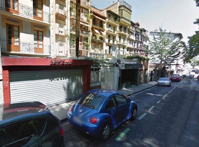 Locales nocturnos en la calle Juan de Labrit de Iruña