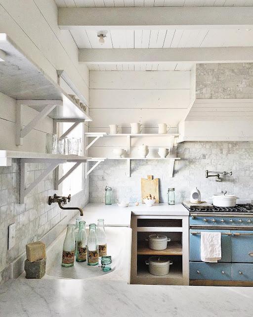 Kitchen Decor Inspiration: Farmhouse Style: 30 Blue And White Kitchens To Inspire