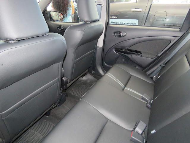 Novo Toyota Etios XS 1.5 Automático - espaço traseiro - Hatch