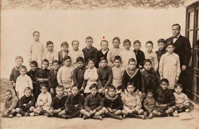 Compañeros del colegio y profesor de Manuel Tobella