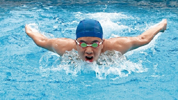 tips on teaching the breaststroke to swimmers Breaststroke may be the oldest recognized swimming stroke as it likely originated from human swimmers trying to mimic the action of swimming frogs you can learn how to swim breaststroke by teaching yourself, step by step.