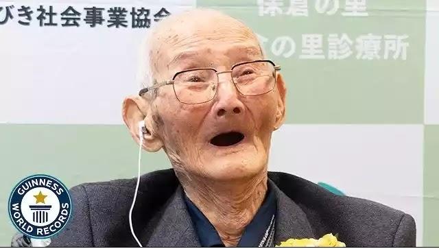 O γηραιότερος άνδρας στον κόσμο Ηλικίας 112 ετών Βίντεο