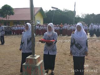 Kegiatan Upacara HUT PGRI di SMP Negeri 44 Kabupaten Tebo