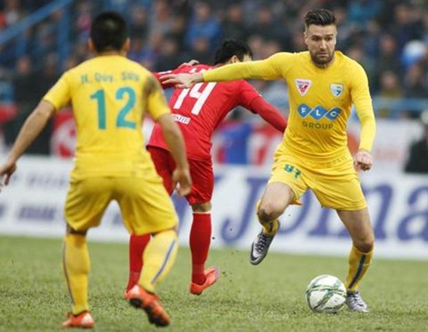 Van Bakel thi đấu cho FLC Thanh Hóa