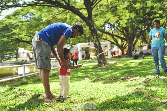 Father assist son catching the bubbles @ Taman Tasik Shah Alam