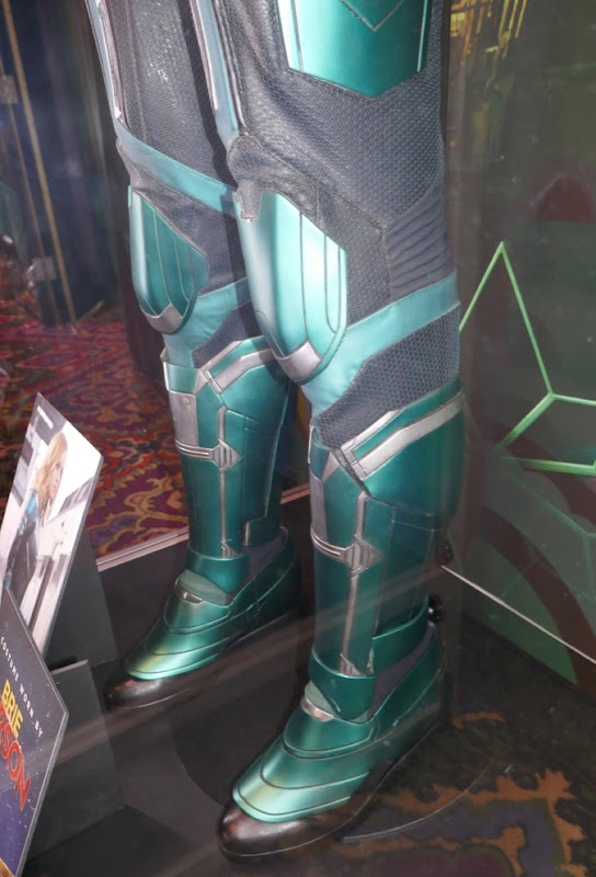 Vers Starforce boots Captain Marvel