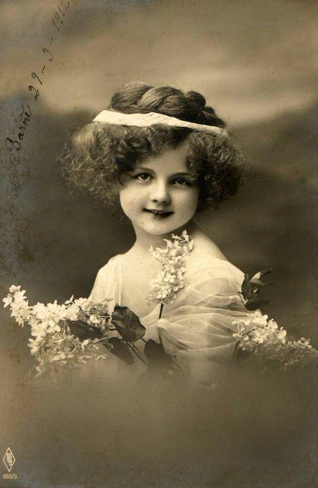 Из фото ретро открытка, первому учителю