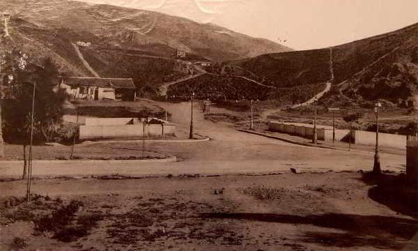 Αποτέλεσμα εικόνας για Η περιοχή της Αθήνας που δημιουργήθηκε από το επιχειρηματικό δαιμόνιο ενός τσαγκάρη Οι μικρασιάτες πρόσφυγες, μια βίλα κόσμημα και το μεγαλύτερο σπήλαιο στην πρωτεύουσα που χρησίμευε ως κρησφύγετο του Νταβέλη