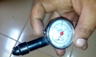 Gambar alat pengukur tekanan angin tayar poket