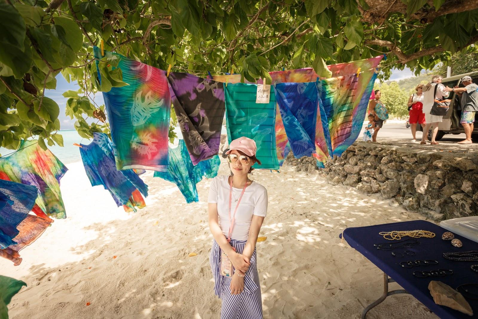 Bora Bora|Matira Beach 馬蒂拉海灘旁的染布攤販